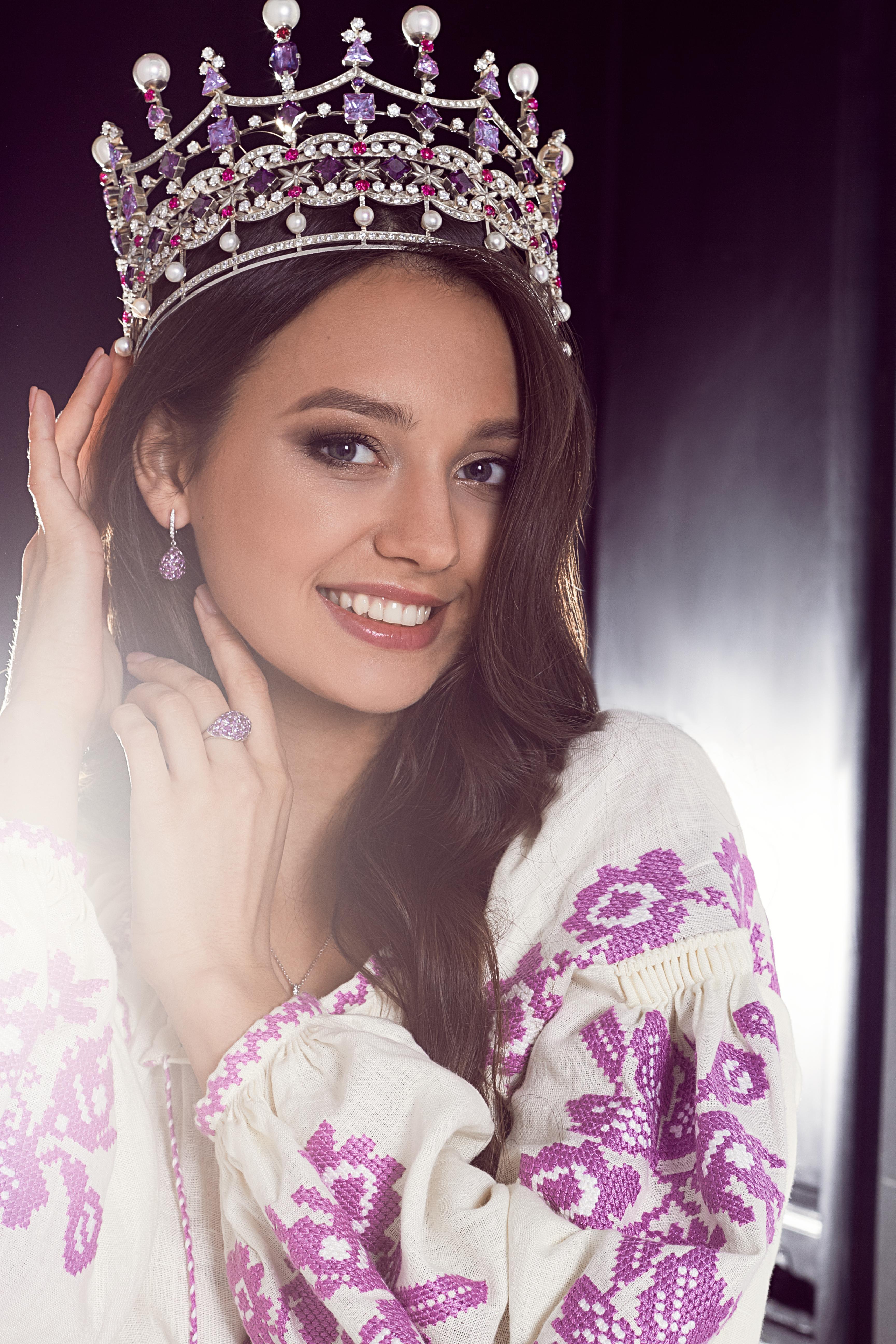 Ukrainian beauty: Polina Tkach, Miss Ukraine 2017 for FOBERINI